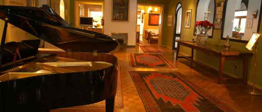 italy_bardonecchia_hotel-des-geneys_lobby.jpg